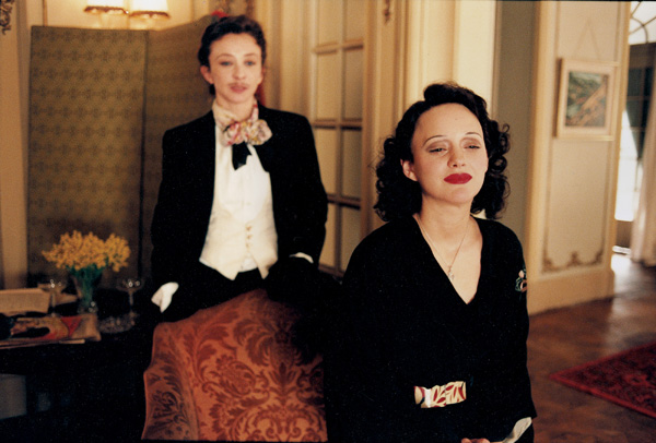 la_vie_en_rose_movie_image_edith_piaf__marion_cotillard__and_sylvie_testud