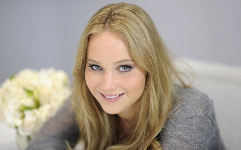 Jennifer-Lawrence-no-makeup-blonde-smile