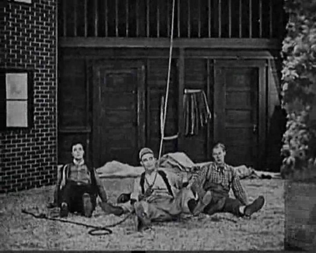 Backstage (1919)