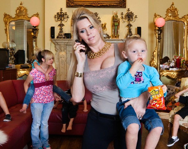 Jackie and her children, Orlando, Florida ©Lauren Greenfield 2011/INSTITUTE