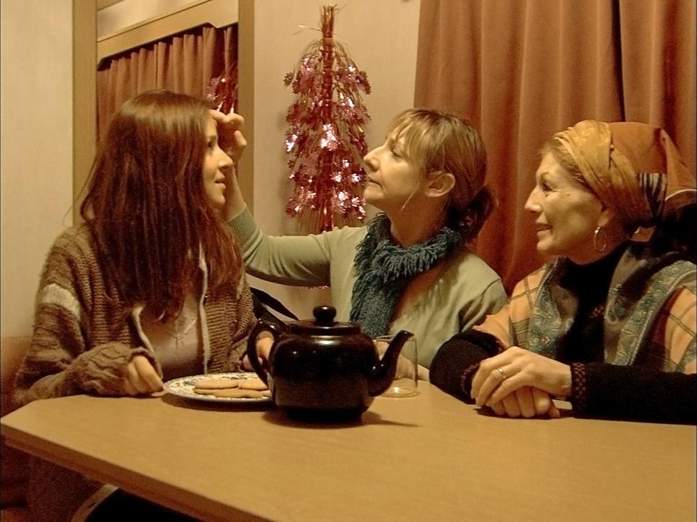 GYPO, Chloe Sirene, Pauline McLynn, Rula Lenska, 2005. ©Lions Gate