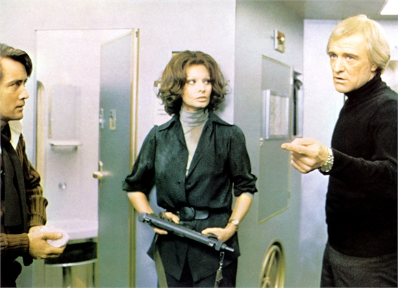 THE CASSANDRA CROSSING, from left: Martin Sheen, Sophia Loren, Richard Harris, 1976