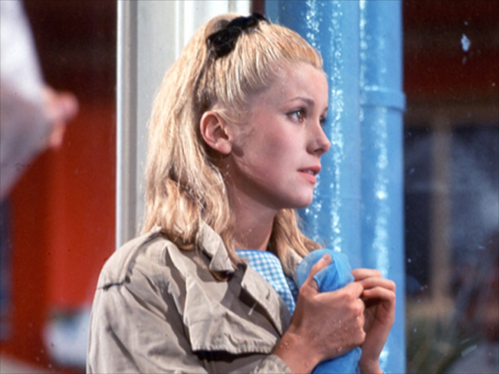 umbrellas-of-cherbourg-the-1964-001-catherine-deneuve-wet-1000x750