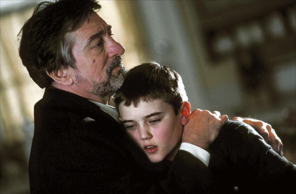 Robert De Niro in Godsend (2004)