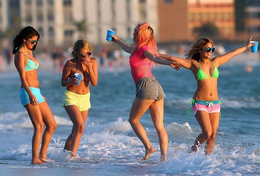 SPRING-BREAKERS-still