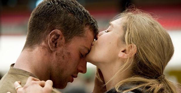 Aaron-Taylor-Johnson-and-Elizabeth-Olsen-in-Godzilla-2014