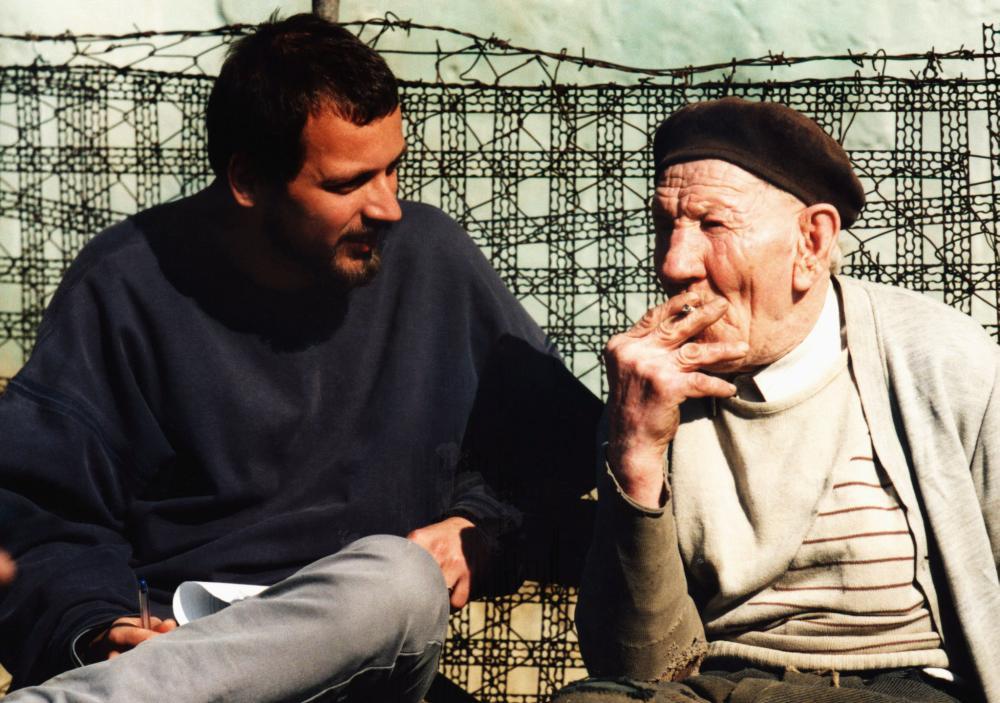 HUKKLE, director Gyorgy Palfi, Ferenc Bandi, on set, 2002, ©Shadow Distribution