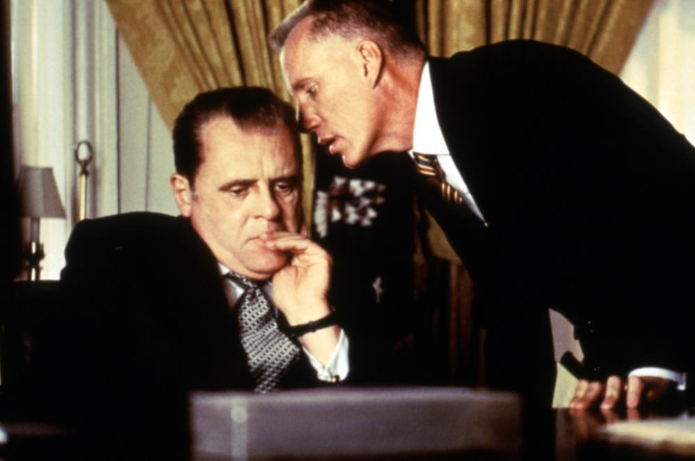 NIXON, Anthony Hopkins, James Woods, 1995, (c)Buena Vista Pictures