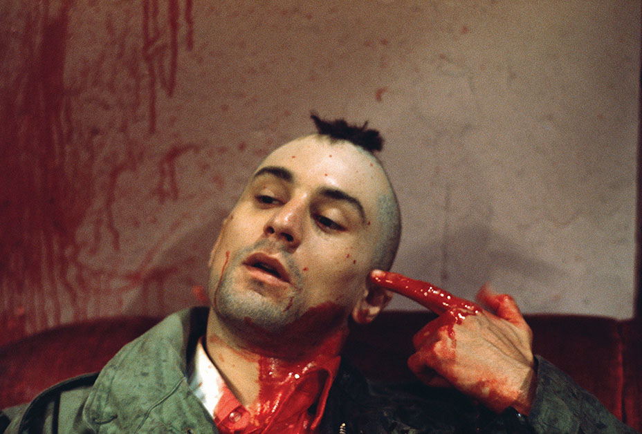 1976 --- Robert De Niro as Travis Bickle points a bloody finger at his head in a suicidal gesture on the set of Martin Scorsese's Taxi Driver. --- Image by © Steve Schapiro/Corbis