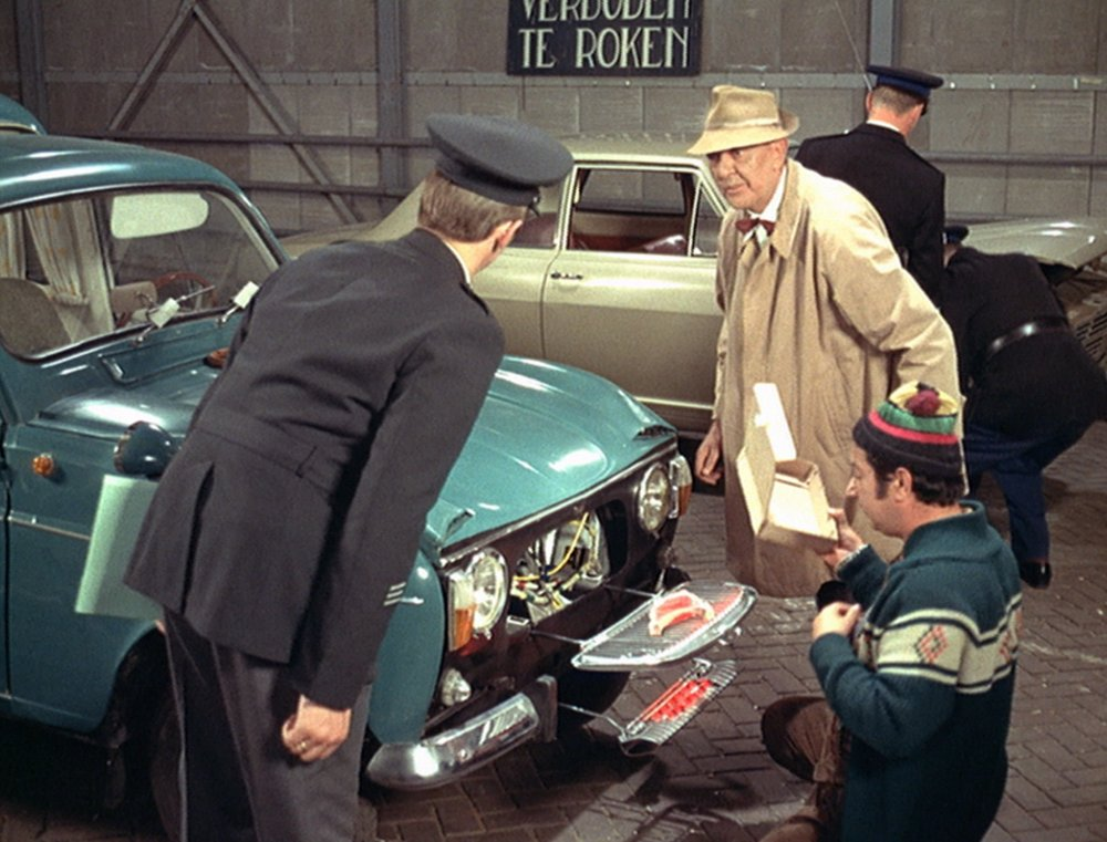 trafic-1971-003-jacques-tati-car-grill